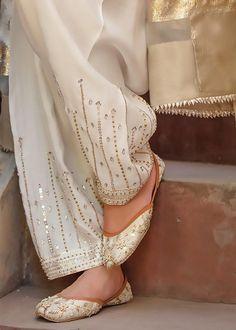 Pakistani Fashion Party Wear, Pakistani Dresses Casual, Pakistani Bridal Wear, Pakistani Dress Design, Casual Dresses, Muslim Fashion, Modest Fashion, Indian Fashion, Casual Shoes