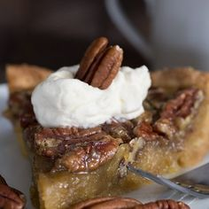 Your low carb holiday dessert prayers have been answered! This sugar-free, grain-free pecan pie simply takes the cake. Or the pie. Low carb and keto friendly. Sugar Free Pecan Pie, Sugar Free Desserts, Dessert Recipes, Butter Pecan, Low Carb Sweets, Low Carb Desserts, Low Carb Recipes, Diabetic Recipes, Pie Recipes