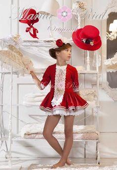 IMPACTANTE  #colección de  #vestidos en corte  #evasé  #shirley con  #abrigo,  #todado  #diadema y  #sombrero a juego. Todo en nuestra tienda online  #www.trendingross.com