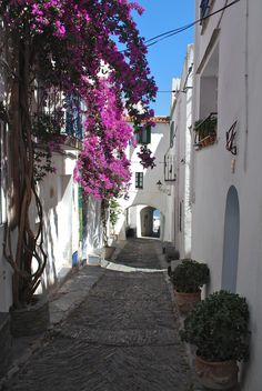 Cadaquès: A Great Side Trip After Your Girona/Costa Brava Cycling Vacation -In Situ Travel
