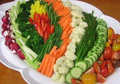 A beautiful fresh crudite platter Veggie Platters, Veggie Tray, Food Platters, Cheese Platters, Vegetable Tray Display, Vegetable Trays, Healthy Snacks, Healthy Eating, Healthy Recipes