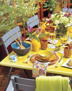 al fresco dinner party Outdoor Table Settings, Outdoor Dining, Outdoor Spaces, Patio Dining, Dining Table, Outdoor Decor, The Fisher King, Yellow Table, Beautiful Table Settings
