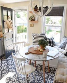 Adorable 65 Beautiful Small Dinning Table Design Ideas on A Budget  #dinning #ideas #onabudget #small #table