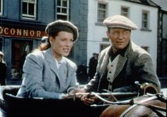 """John Wayne and Maureen O'Hara in """"The Quiet Man."""" Wayne plays Irish-American boxer Sean Thornton, who returns to Ireland in this 1952 romantic comedy. Hollywood Stars, Classic Hollywood, Old Hollywood, Drame Romantique, Movie Stars, Movie Tv, The Quiet Man, John Wayne Movies, Maureen O'hara"""