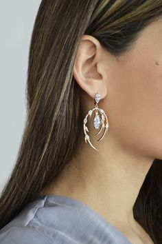 Σκουλαρίκι Sparkling Lady (€145) #earrings #sparkle #silver #white #stones Stones, Sparkle, Drop Earrings, Lady, Silver, Jewelry, Fashion, Moda, Rocks