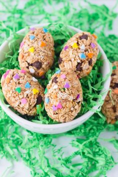 Healthy Oatmeal Peanut Butter Eggs! Sound great and easy to make! Not only perfect for easter, also a great snack!