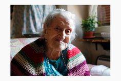 Die vrou van 116 jaar het 'n baie bisarre geheim - SA Dieet Staying Single, Houses In America, Unhappy Marriage, Old Person, Living Alone, Italian Women, Europe, New Inventions, Guinness World