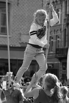 https://flic.kr/p/CnoXHN | BoulevArt Dendermonde 2015 - Acrobacy for beginners - 6 | Pictures taken by Björn Roose: streetphotography.