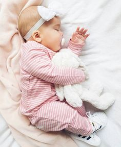 Discovered by Find images and videos about girl, cute and baby on We Heart It - the app to get lost in what you love. Cute Little Baby, Baby Kind, Little Babies, Baby Love, Cute Babies, My Baby Girl, Baby Girl Newborn, Baby Baby, Foto Baby