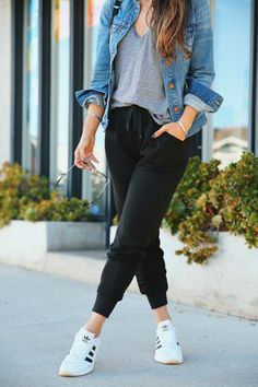 15 jogger pants for your daily outfit page 13 Casual Outfits For Moms, Sporty Outfits, Trendy Outfits, Cute Outfits, Fashion Outfits, Casual Wear Women, Fitness Outfits, Fashion Hacks, Classy Outfits
