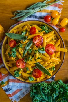 Pumpkin cabbage pasta - creamy & healthy Thursday, October 2019 I love the pumpkin season and one of my current favorite recipes is this creamy pasta with pumpkin, coconut milk, cabbage and sag Healthy Pumpkin Pies, Vegan Pumpkin, Pumpkin Recipes, Pumpkin Banana Bread, Healthy Fiber, Yummy Veggie, Happy Vegan, Creamy Pasta, Healthy Vegetables
