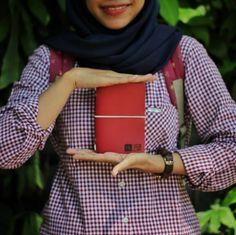 """Trevi!: red for only IDR 80k . . Kini akun official line kami berubah menjadi '@hibrkraft' (pakai @). Add @hibrkraft (please use """"@"""") di LINE kamu atau chat langsung untuk pemesanan order pricelist dan katalog! Selain itu kami juga akan post info dan trivia menarik seputar dunia penulisan journalling sketch dan lainnya :) . . #journal #productphotography #handicraft #leather #bukuunik #travelnote #photography #bookbinding #booklover #handmade #giftideas #jualsketchbook #hadiahwisuda…"""