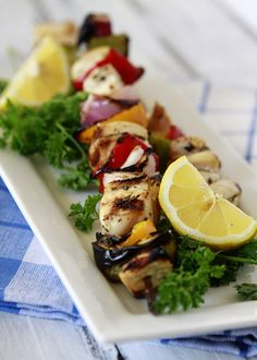 """whiskeysoaked: """" Grilled Citrus Chicken Kebabs with Valencia Oranges """" uhm yum. Pinterest Chicken Recipes, Great Recipes, Healthy Recipes, Favorite Recipes, Advocare Recipes, Healthy Foods, Chicken Kabobs, Marinade Chicken, Beer Chicken"""