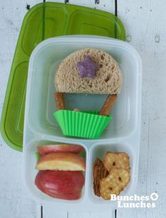This fun Hot Air Balloon Bento Lunch is a simple and easy lunch to make that excites the imagination.