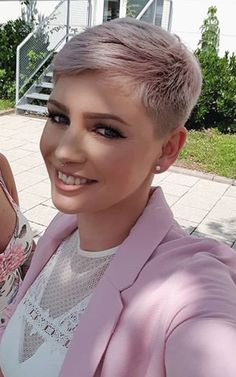 Today we have the most stylish 86 Cute Short Pixie Haircuts. We claim that you have never seen such elegant and eye-catching short hairstyles before. Pixie haircut, of course, offers a lot of options for the hair of the ladies'… Continue Reading → Cool Short Hairstyles, Short Pixie Haircuts, Pixie Hairstyles, Hairstyles 2016, Hairstyles Pictures, Vintage Hairstyles, Wedding Hairstyles, Very Short Hair, Short Hair Cuts For Women