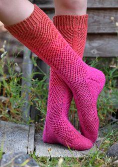 Tekstiiliteollisuus - Magic cast on -tekniikka Rainbow Socks, Crochet Shirt, High Socks, Knitting Patterns, It Cast, Magic, Thigh High Socks, Knit Patterns, Stockings