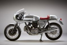 This Ducati 860 GT was restored and lightly modified by Made In Italy Motorcycles. Ducati Cafe Racer, Ducati Scrambler, Ducati 900ss, Ducati Motorcycles, Custom Motorcycles, Custom Bikes, Cafe Racers, Moto Ducati, Honda Dominator