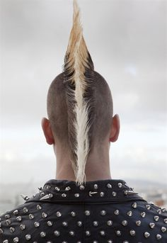 Every year tends us to get new trendy haircuts and sometimes the very unexpected. And this time we brought up new punk hairstyles for guys in Moda Punk Rock, Style Punk Rock, Horror Punk, Cherokees, New Hair, Punk Mohawk, Punk Mode, Punks Not Dead, Estilo Rock