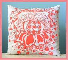 love how this pillow is displayed!