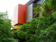 Nice contrast between colours of building and planting, Musée du Quai Branly