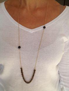 Sautoir plaqué or , chaîne rocaille noire avec perles onyx