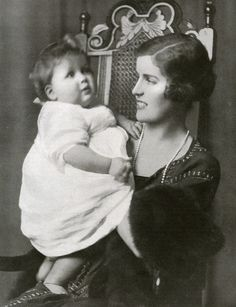 Lady Cynthia Hamilton and her son John Spencer VIII, Diana's father in 1924.