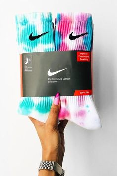 Sneakerheads, Add These Custom Dyed Nike Socks to Your Summer Wardrobe: No two pairs are the same. Nike Outfits, Tie Dye Outfits, Teen Fashion Outfits, Sporty Outfits, Diy Tie Dye Socks, Mode Adidas, Jugend Mode Outfits, Tie Dye Fashion, Nike Air Shoes