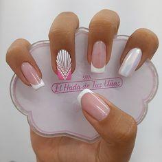 """1,896 Me gusta, 3 comentarios - TECNICA APLICADORA PROFESIONAL (@elhadadetusunas) en Instagram: """"Déjalo todo en mis manos y déjate envolver con nuestra magia sólo aquí @elhadadetusunas para citas…"""" Bridal Nails Designs, Hot Nail Designs, Pink Nail Art, Cute Acrylic Nails, Shellac Nails, Manicure, Butterfly Nail Designs, Magic Nails, Glamour Nails"""
