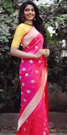Untitled Saree Blouse Patterns, Sari Blouse Designs, Fancy Sarees, Party Wear Sarees, Indian Attire, Indian Outfits, Indian Wear, Saree Dress, Dress Up