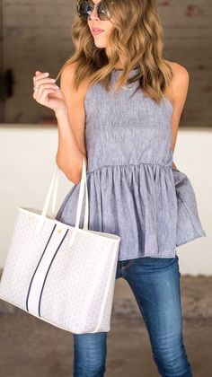 Maybe Grey Peplum Top + Skinny Jeans + White Tote Bag Modest Summer Outfits, Spring Outfits, Casual Outfits, Cute Outfits, Fashion Outfits, Summer Fashion Modest, Peplum Top Outfits, Casual Summer, Womens Fashion