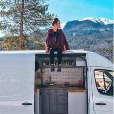 30 Extraordinary Rv Camper Van Conversion Ideas For Inspirations - Van Life Vw Lt Camper, Camper Life, Rv Campers, Sprinter Camper, Big Van, Kombi Motorhome, Kombi Home, Camper Van Conversion Diy, Sprinter Van Conversion