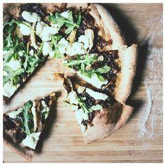 Anyone in the mood for some fun guy pan pizza? #fungi #mushroom #pizza #vegetarian