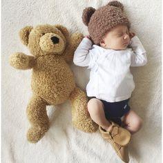 Our teddy hat is handmade with extremely soft warm yarn. So soft that it got its name 'teddy'. Its warm, soft and cuddly. Just like a teddy bear! Teddy Bear Nursery, Newborn Fotografie, Grey Nursery Boy, Baby Boy Blankets, Baby Boy Fashion, Baby Boy Newborn, Newborn Photos, Baby Wearing, Baby Hats