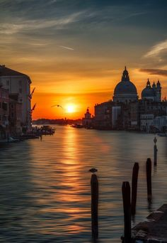 Venice Travel, Italy Travel, Wonderful Places, Beautiful Places, Places To Travel, Places To Visit, Italy Destinations, Best Sunset, Italy Vacation