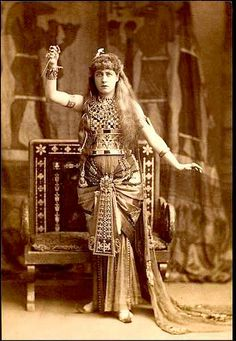 Mrs. Lily Langtry as 'Cleopatra' - 1890 - Anthony and Cleopatra - Director: Frederick Chatterton - the Princess' Theatre - Courtesy of the Victoria and Albert Museum - @~ Watsonette