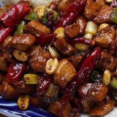 Spicy, sweet and incredibly delicious chicken with peanuts! Kung Pao Chicken - Spicy, sweet and incredibly delicious chicken with peanuts! Asian Recipes, Healthy Recipes, Tofu Recipes, Sweets Recipes, Thai Food Recipes, Sticky Rice Recipes, Ramen Noodle Recipes, Wonton Recipes, Egg Roll Recipes