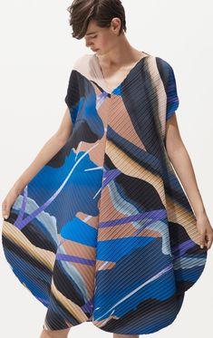 Issey Miyake Resort 2019 Fashion Show Collection: See the complete Issey Miyake Resort 2019 collection. Look 21 Bold Fashion, Fashion News, Runway Fashion, Girl Fashion, Fashion Design, Fashion Show Collection, Dress Collection, Winter Collection, Fashion Fabric