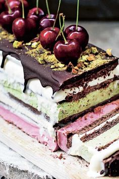Roquefort mini cakes, smoked walnuts and bacon - Clean Eating Snacks Ice Cream Cookie Sandwich, Sandwich Cake, Ice Cream Cookies, Delicious Desserts, Dessert Recipes, Yummy Food, No Bake Blueberry Cheesecake, Honey Pie, Savoury Cake