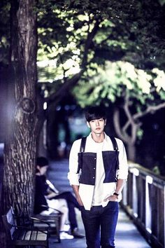 """""""Cheese In The Trap"""": Introducing Park Hae Jin As A College Senior 