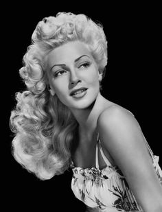 Lana Turner - I love Old Hollywood Glamour! Hollywood Vintage, Old Hollywood Glamour, Classic Hollywood, Hollywood Stars, Hollywood Icons, Golden Age Of Hollywood, Hollywood Photo, Hollywood Celebrities, Lana Turner