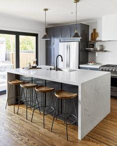 Open Plan Kitchen, New Kitchen, Kitchen White, Kitchen Interior, Kitchen Decor, Cleaning White Walls, Navy Cabinets, Cuisines Design, Modern Kitchen Design