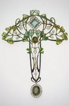 — An Art Nouveau pendant-brooch with leaves and... #GoldJewelleryArtNouveau