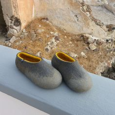 Merino wool felted slippers for women, ombre gray with mustard yellow on the inside. Cozy and warm shoes for winter Felted Wool Slippers, Winter Slippers, Natural Latex, Wet Felting, Contemporary Fashion, Womens Slippers, Mustard Yellow, Wool Felt, Merino Wool