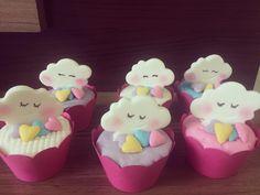 Apaixonada por esse tema de chuva de amor ☁️ #favoritando #chuvadeamor #nuvens #coracoes #cupcake #festachuvadeamor #lindeza #festa #aniversario #cupcakedecorado #cupcakechuvadeamor #cups #love#riodejaneiro #brasil #favoritodesempre