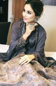 Best Trendy Outfits Part 17 Pakistani Dresses, Indian Dresses, Indian Outfits, Indian Designer Outfits, Designer Dresses, Gharara Designs, Indian Look, Indian Wear, Saree Hairstyles