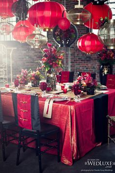 Glitterati Style File: Old Shanghai Glam - WedLuxe Magazine Chinese Wedding Decor, Oriental Wedding, Chinese New Year Decorations, New Years Decorations, Table Decorations, Asian Party Decorations, Deco Nouvel An, Asian Party Themes, Chinese New Year Party