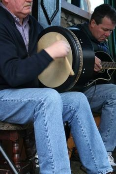 Musicians, including a bodran (traditional Irish drum), playing in Clifden, Connemara, Co. Best night of Irish Music EVER! Lowery's in Clifden. Irish Culture, Celtic Culture, Irish Drum, Street Musician, Irish Eyes Are Smiling, Celtic Music, Irish Roots, Connemara, Irish Celtic