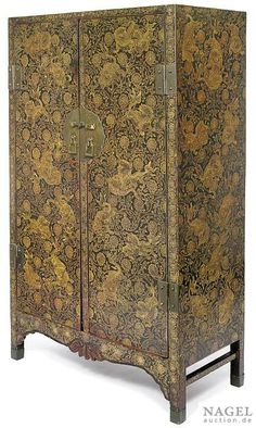 Rare gold lacquer cabinet,China, six-character mark and period of Wanli. Photo Nagel Auktionen