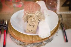 DIY Wedding Favour | Homemade burlap-wrapped jam | wood slab charger    www.WeddingGirl.ca