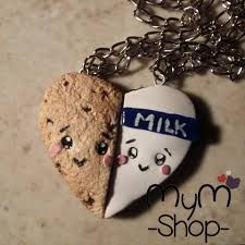 deze kettinkjes zijn leuk , stijlvol, cute en leuk om te krijgen van je vriendin! je kan ze kopen in de MyM shop , is er geen in je buurt kan je gelijk aardige vinden in de Claires. Deze winkels vind je in elke winkelstad <3